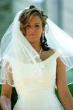 bruden klär henne bröllop Arkivbilder