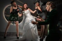 Bruden och fyra brudtärnor Royaltyfri Fotografi