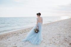 Bruden vände omkring Fotografering för Bildbyråer
