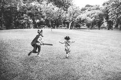 Bruder-Schwester-Playing Happiness Cheerful-Konzept stockfoto