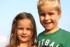 Bruder- und Schwesterkinder Lizenzfreies Stockbild