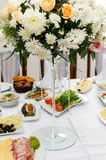 Brudgum brud, vigselringar, brud- bukett Royaltyfria Bilder