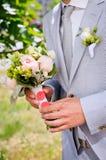 Brudgum i en grå dräkt Royaltyfri Foto