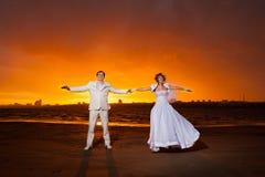 Brudgum och brud Arkivfoto