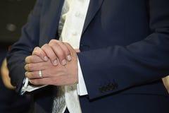 Brudgumhänder Royaltyfria Foton