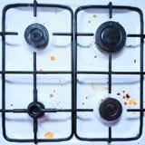 Brudna brudna benzynowa kuchenka w kuchni Zdjęcia Stock