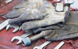 Brudne rękawiczki I wyrwania Fotografia Stock