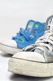 brudni starzy sneakers zdjęcie royalty free
