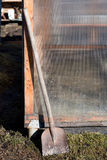 Brudny łopaty narzędzie Wiosna, uprawia ziemię plenerowy Zdjęcie Royalty Free