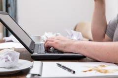 Brudny biurko z notatnikiem i notepad Obrazy Royalty Free