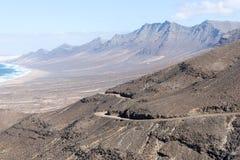 Brudny drogowy prowadzić Cofete plaża w Fuerteventura wyspa kanaryjska Tenerife fotografia royalty free