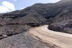 Brudny drogowy prowadzić Cofete plaża w Fuerteventura wyspa kanaryjska Tenerife zdjęcie stock