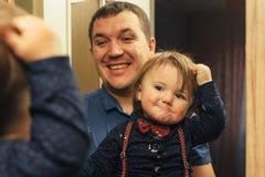 Brudny dziecko i ojciec zdjęcia stock