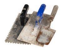 Brudny gipsowanie tynk na warsztatowym stole Narzędzia dla pracowników budowlanych obrazy royalty free