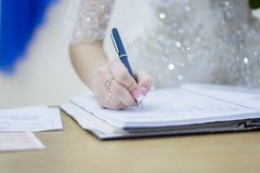 Brudrospisyvaetsja i dokument Arkivfoto