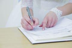 Brudrospisyvaetsja i dokument Royaltyfria Foton
