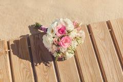 Bruds bukett på den tropiska stranden Arkivfoton