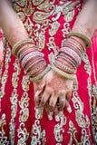 Bruds händer och armringar Royaltyfria Bilder