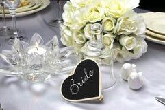 Brudställeinställning på brölloptabellen Royaltyfri Foto