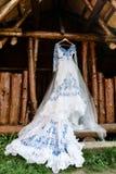 Brudtärnaklänning i stilen av Gzhel Royaltyfria Bilder