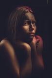 Brudzę przestraszył nastoletniej dziewczyny Fotografia Stock
