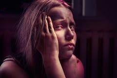 Brudzę przestraszył nastoletniej dziewczyny Zdjęcia Royalty Free