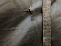 brudzi stare patki przewozi samochodem i brudna stara kanwa zakrywająca ciężarówka Obraz Royalty Free