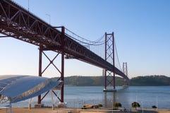 Brug 25 April Lissabon Stock Fotografie