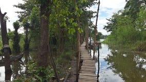 Brug aan het dorp van DA Phuoc Cham - Chau-Doc. stock afbeeldingen