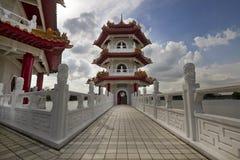 Brug aan Pagode bij Chinese Tuin Stock Foto