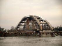 Brug in aanbouw op de rivier Donau Stock Afbeeldingen