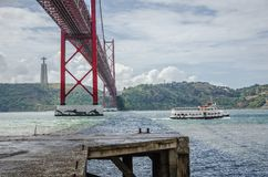 Brug 25 april, Lissabon Stock Afbeelding