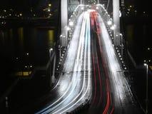 Brug bij nacht stock fotografie