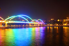 Brug bij nacht in Guangzhou, China Stock Fotografie