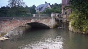 Brug in Broglie, Normandië Frankrijk stock footage