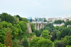 brug in de stad van Luxemburg Stock Afbeelding