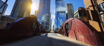 Brug de van de binnenstad en het buiding van Chicago stock foto