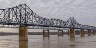 Brug die de Rivier van de Mississippi kruisen Royalty-vrije Stock Fotografie