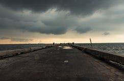 Brug die het Bangsaen-overzees overspannen Royalty-vrije Stock Foto