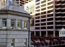 Brug en brughuis over de Rivier van Chicago tijdens spitsuur Royalty-vrije Stock Foto's