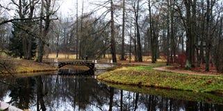 Brug in het park royalty-vrije stock foto's