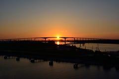Brug in het zonsonderganglicht Royalty-vrije Stock Foto