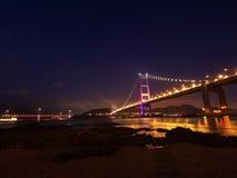 Brug in Hongkong bij nacht Stock Fotografie