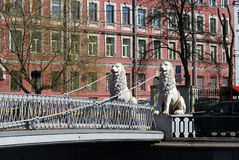 Brug met leeuwen Royalty-vrije Stock Foto's