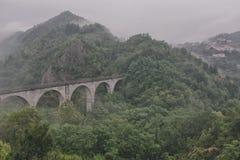 Brug op de heuvels van Toscanië Royalty-vrije Stock Foto's