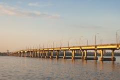 Brug op Dniepr rivier Royalty-vrije Stock Foto's