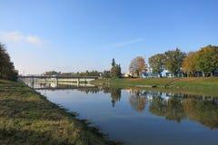 Brug over Becva-Rivier in Prerov op een zonnige dag Royalty-vrije Stock Afbeelding