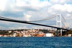 Brug over Bosphorus in Istanboel Stock Foto's