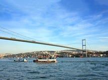Brug over de Bosphorus-Straat in Istanboel stock afbeelding