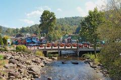 Brug over de Kleine Duifrivier in Gatlinburg, Stock Foto's